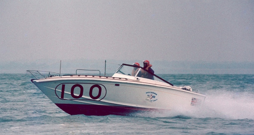 Richard and Sue in Viva Tridante - Photo: powerboatarchive2.co.uk
